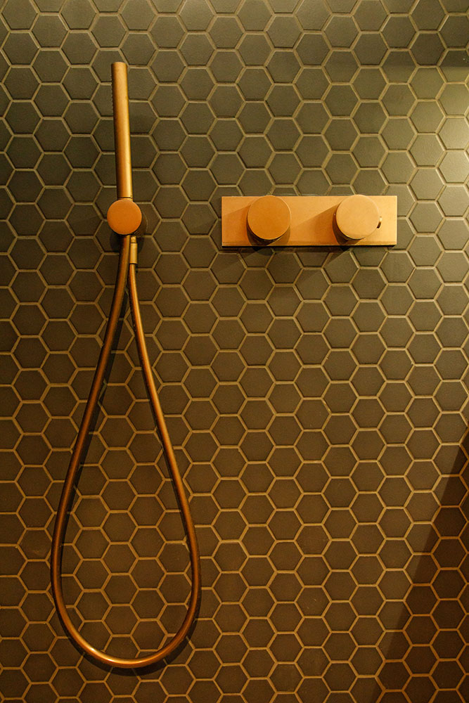 south-kensington-shower-detail